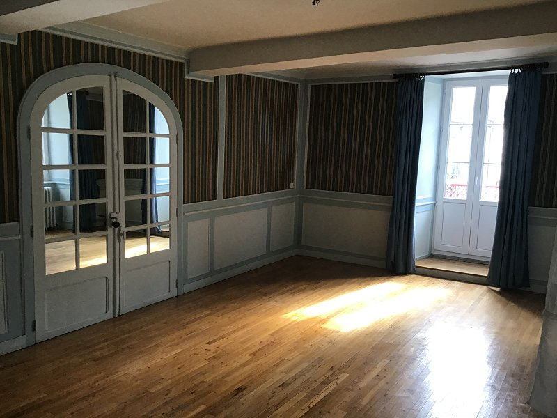 Maison - 300 m² - 11 pièce(s) - PLOERMEL